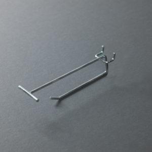 Broche simple en fil métallique avec cavalier et porte étiquette pour fond perforé
